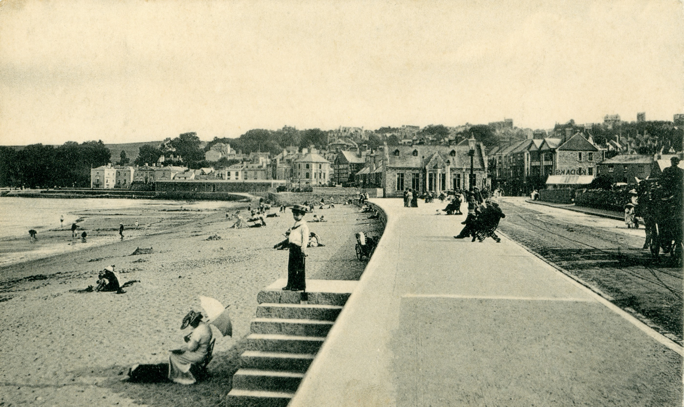 Along the promenade in 1911