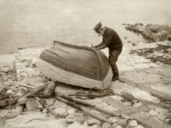 Fisherman repairing his boat in 1928 - Ref: VS2052