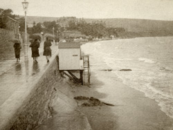 Wet Shore Road and Beach in 1928 - Ref: VS2053