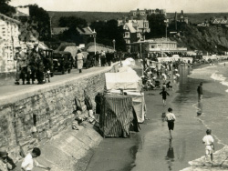 Shore Road and Beach in the 1930s - Ref: VS2018