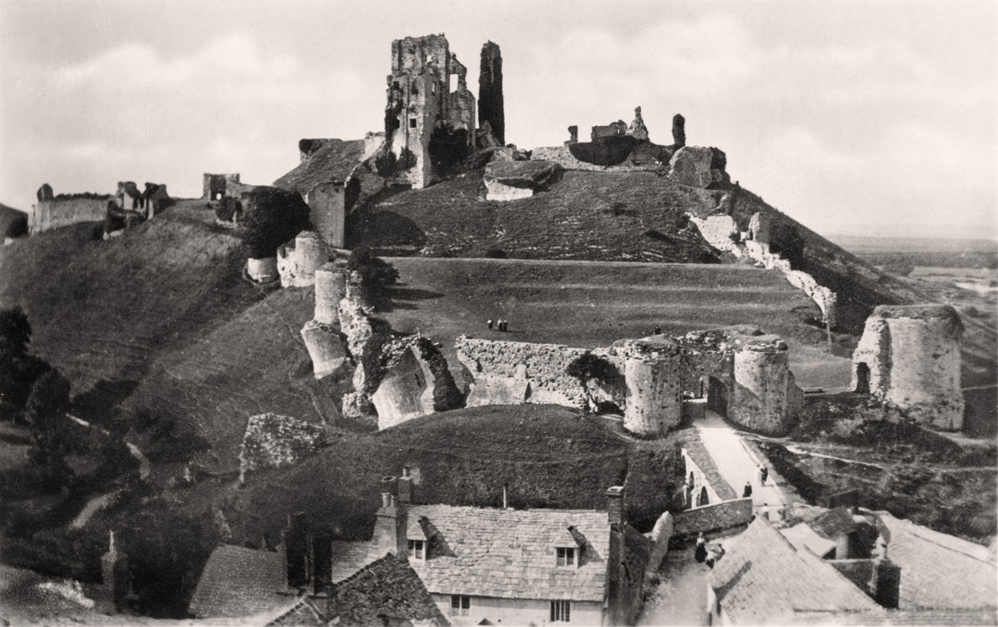 Corfe Castle and the square 1933