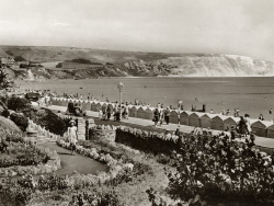 Click to view Shore Road and Beach Huts in the 1950s