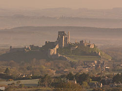 Corfe Castle at dawn - Ref: VS594