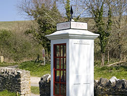 Old telephone box - Ref: VS947