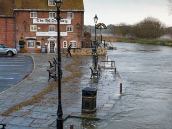 Click to view Flooding at Wareham Quay