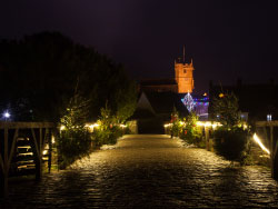 Click to view Corfe Castle entrance christmas illuminations
