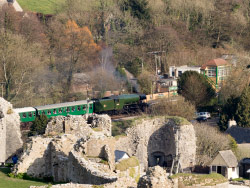 Click to view Flying Scotsman entering Corfe Station