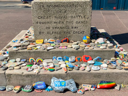Painted tributes at the King Alfred Memorial - Ref: VS2105