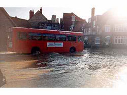 Click to view Bus in the Kings Road West Floods in 1981